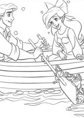 Mala morska deklica v čolnu